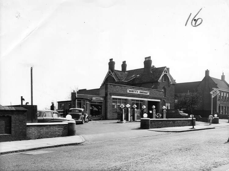 Scotts Garage, 1958. Opposite Midland Road. Now a Nationwide Autocentre. To the right of the garage is the Cotteridge Social Club, still going strong!